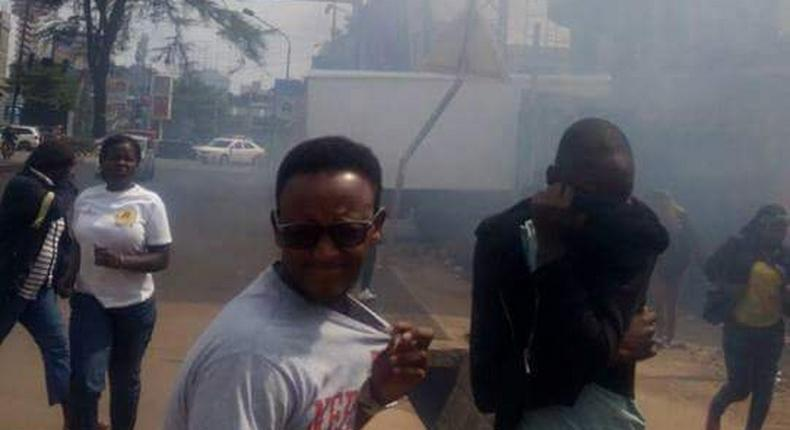 Chaos in Kangemi as youth storm census enumerators training session, police lob teargas