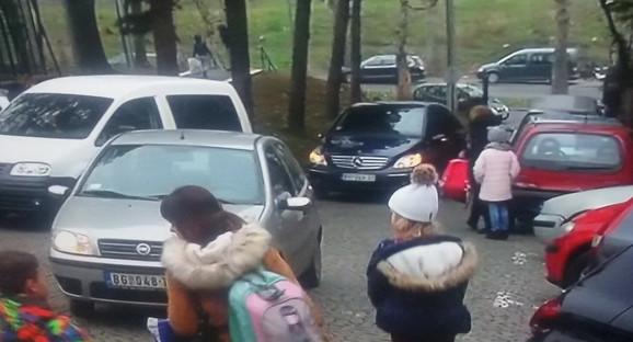 Provlačenje pored automobila