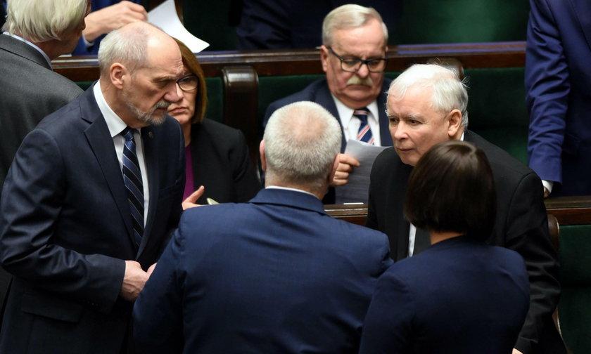 """W Sejmie burzliwa dyskusja nad losem Kaczyńskiego. """"Może dojśćdo rękoczynów"""""""