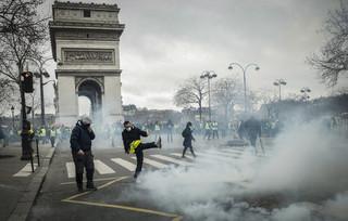 W Paryżu doszło do starć podczas marszu 'żółtych kamizelek'. Zatrzymano ponad 70 osób