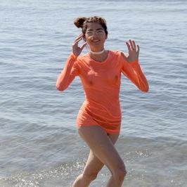 Amerykańska celebrytka, która na Oscarach pokazała krocze, kusi spragnionych plażowiczów