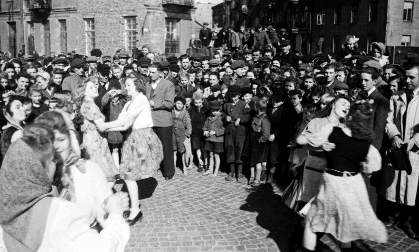 Warszawa świętuje koniec wojny
