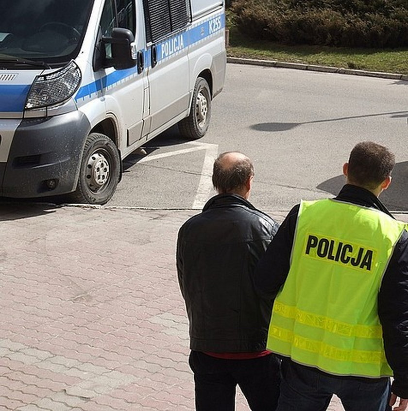 Jeden z bandytów w drodze do aresztu