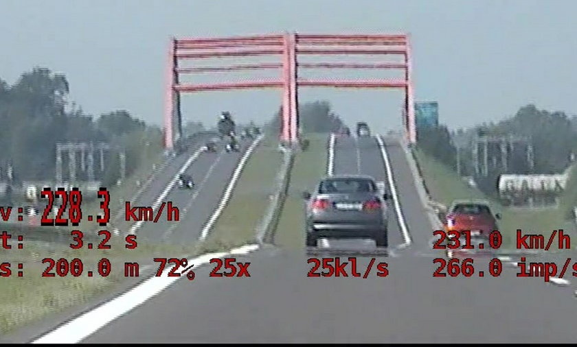 """""""Chciał sprawdzić, jak pójdzie auto kolegi"""". Miał na liczniku 228 km/h!"""