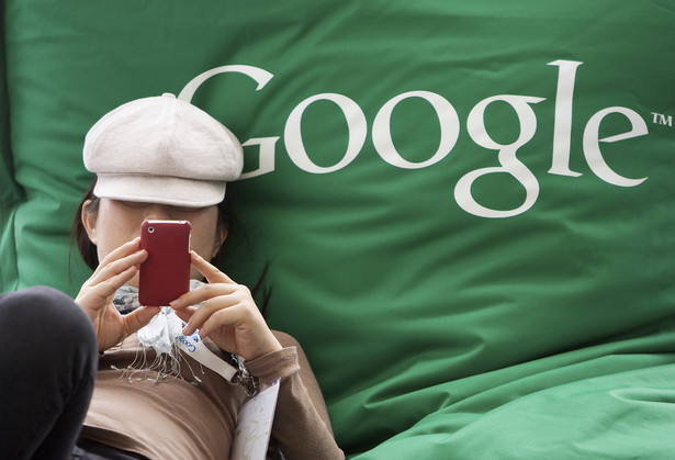 Nao Tanaka - uczestniczka Konferencji Google w San Francisco ze smartfonem, fot. David Paul Morris