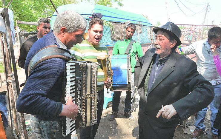 U romskim naseljima Đurđevdan je najveseliji
