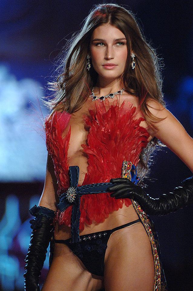 Victoria's Secret - Eugenia Volodina na pokazie w 2005 roku