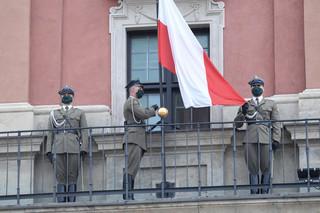 Prezydent wziął udział w uroczystości podniesienia Flagi Państwowej RP na Wieży Zegarowej Zamku Królewskiego