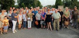 Wciąż drogo na cmentarzu w Brzezinach. Mieszkańcy są rozżaleni: Nawet papież nam nie pomógł!