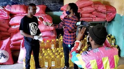 Le rappeur Dip Doundou Guiss apporte son soutien à la population de Grand Yoff.