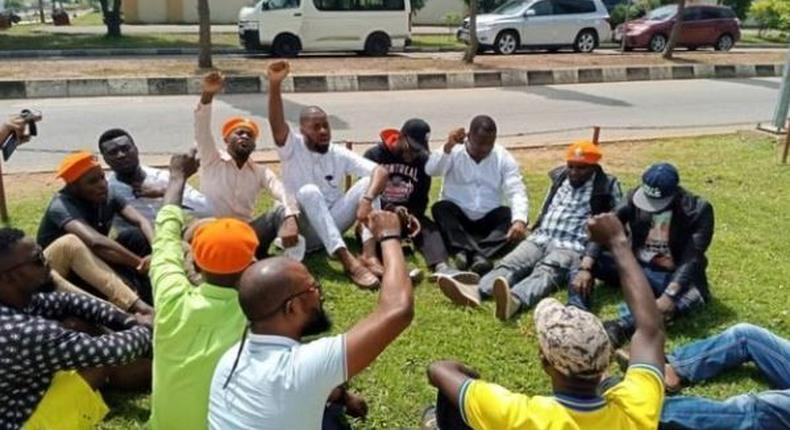Sowore supporters protesting at the headquarters of the DSS on Saturday, after the security agency refused to release him. (TheCable)