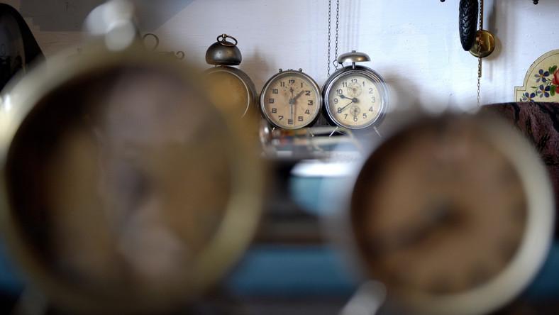 Co prawda nie odmierzali oni czasu tak dokładnie jak my, jednak doskonale zdawali sobie sprawę ze zmian w długości dnia. Na przykład Rzymianie dostosowywali swoje zegary wodne do poszczególnych miesięcy tak, aby korzystać ze światła słonecznego jak najdłużej.