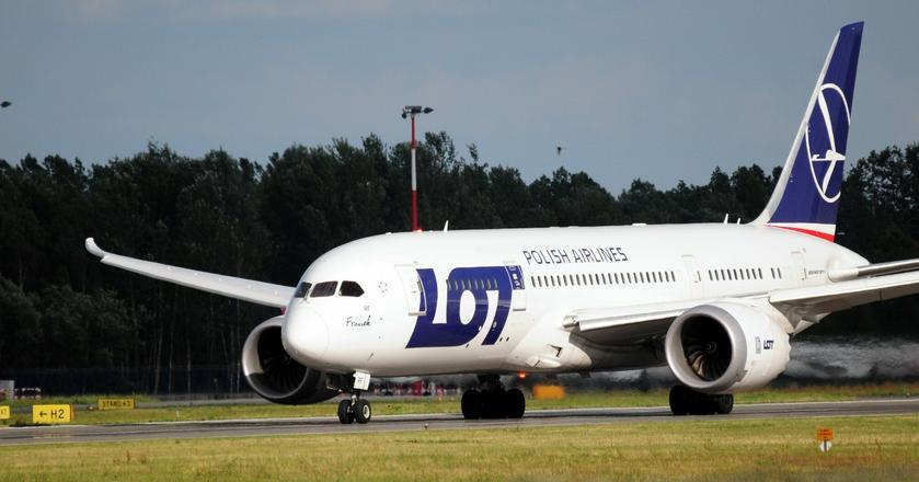 Barwy olimpijskie otrzymał najnowszy Dreamliner PLL LOT o rejestracji SP-LRH