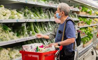 Od czwartku w sklepach obowiązują godziny dla seniorów. Opublikowano rozporządzenie
