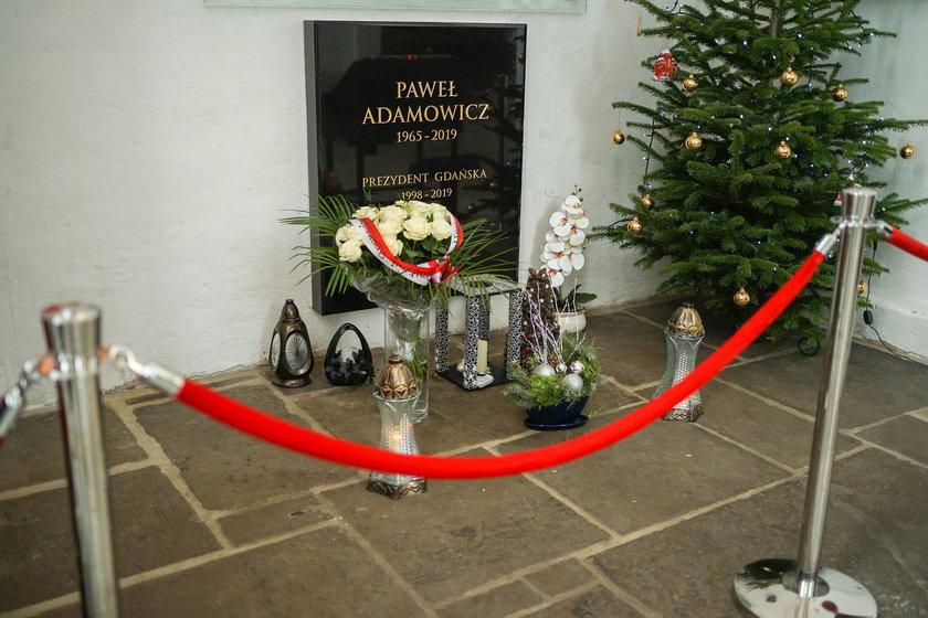 Paweł Adamowicz pochowany jest w Bazylice Mariackiej w Gdańsku.