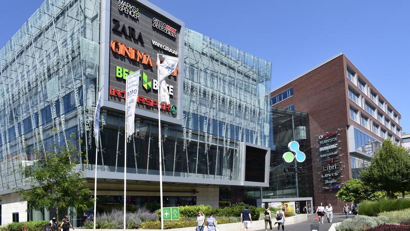 3d9bfd59cf04 Az Allee bevásárlóközpont emeletéről vetette le magát az érintett személy /  Fotó: MTI - Bizományosi