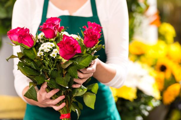 Sprawa dotyczyła kobiety, która 26 maja na Rynku Kleparskim w Krakowie (to najstarsze targowisko w mieście) umówiła się z koleżanką, by przekazać jej kwiaty, które miała złożyć na grobie matki. Panie robiły to co roku.