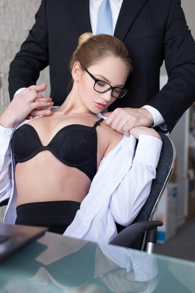 Shvatila sam da mi je novogodišnja žurka najbolja prilika za seks sa šefom