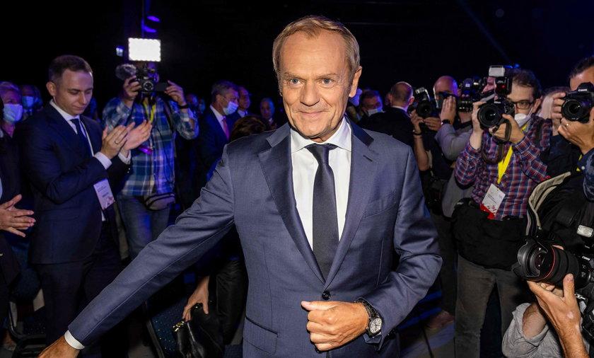 Tusk mówił o manipulacjach telewizji publicznej i walce z nienawiścią w mediach.