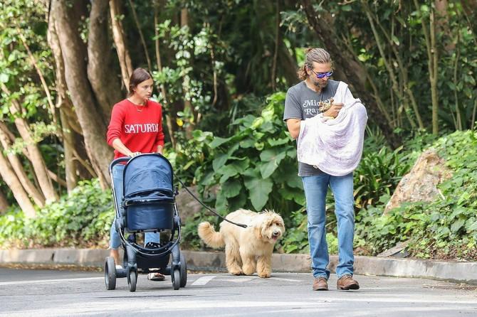 Mi navijamo da traje: Irina, Bredli i njihova ćerkica Lea