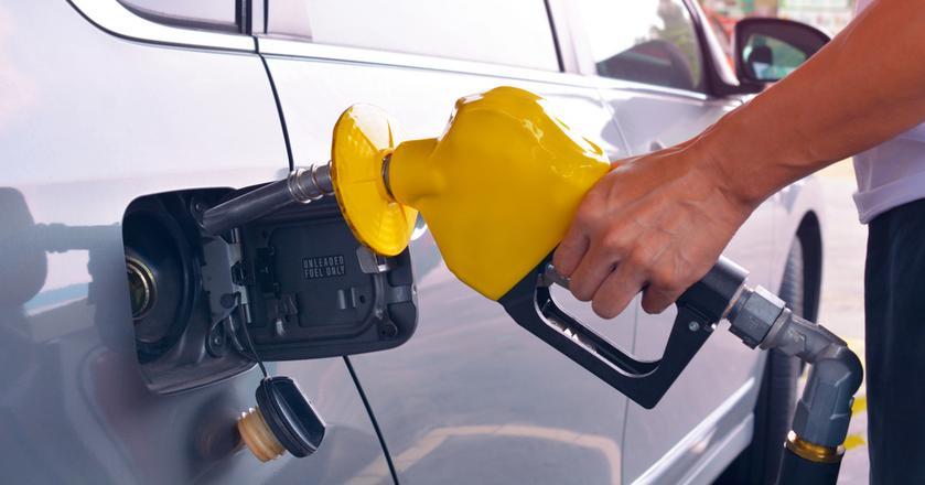 Ten, kto dopiero wybiera się na urlop, na stacjępaliw powinien wybrać się z grubszym portfelem. Analitycy przewidują dalszy wzrost cen benzyn, diesla i autogazu