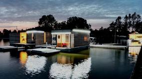 Noclegi w pływających domkach na jeziorze Jamno