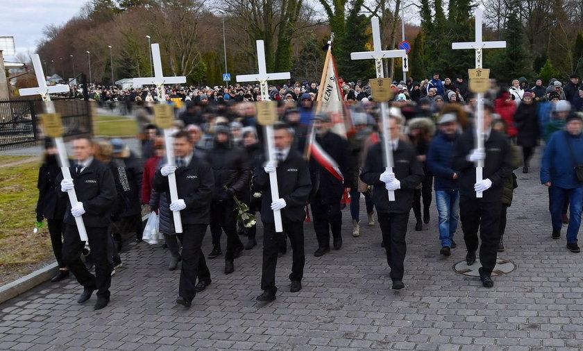 Poruszający moment podczas podczas pogrzebu 15-latek. Zebranym pociekły łzy