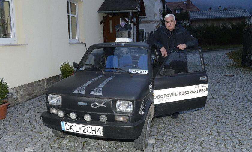 """Ks. Krzysztof (44 l.) i jego """"postrach szos"""""""
