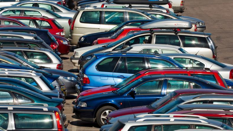 Posłowie PiS krytykują projekt noweli Prawo o ruchu drogowym