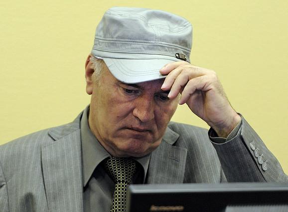 Kontrademonstranti uzvikivali ime haškog optuženika