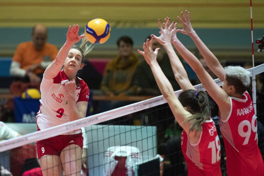 Triumf i awans do finału były na wyciągnięcie ręki, bo w czwartym secie Polki nie wykorzystały aż pięciu piłek meczowych, by wygrać 3:1!