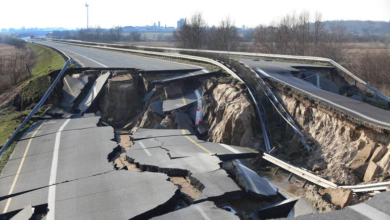 epa06525015 - GERMANY ROAD SUBSIDENCE (German highway 20 blocked)