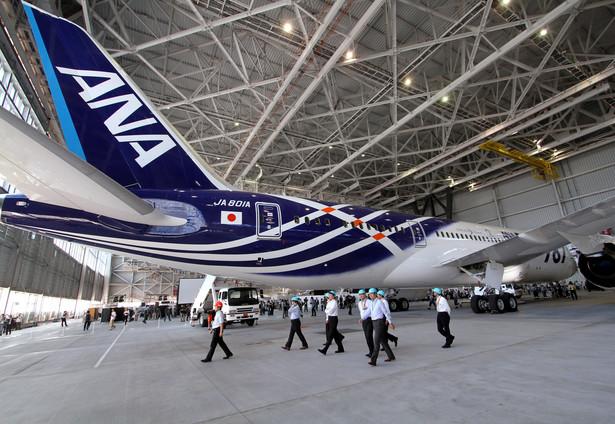 Boeing 787 w barwach japońskiej linii lotniczej ANA. Fot. Bloomberg