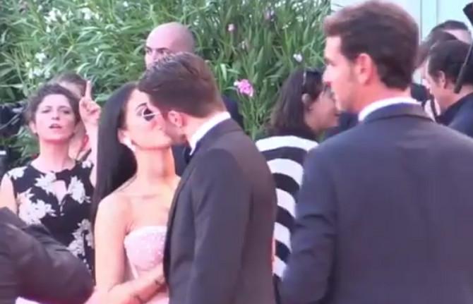 Đulija i Andreo zapalili su publiku sočnim poljupcem