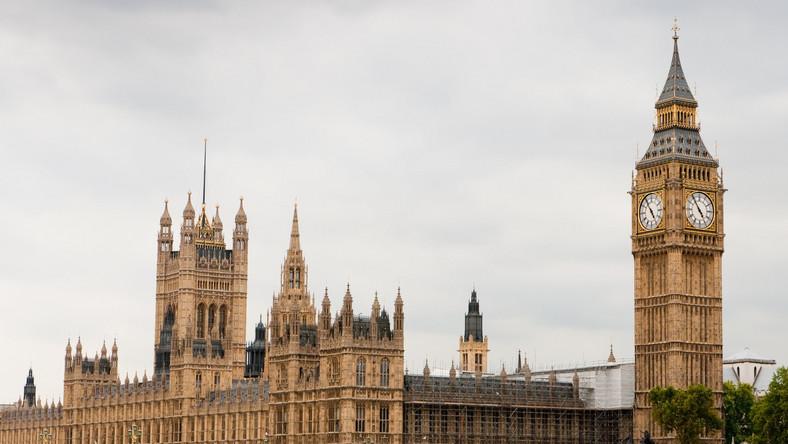 Budynek parlamentu w Londynie ze słynnym Big Benem