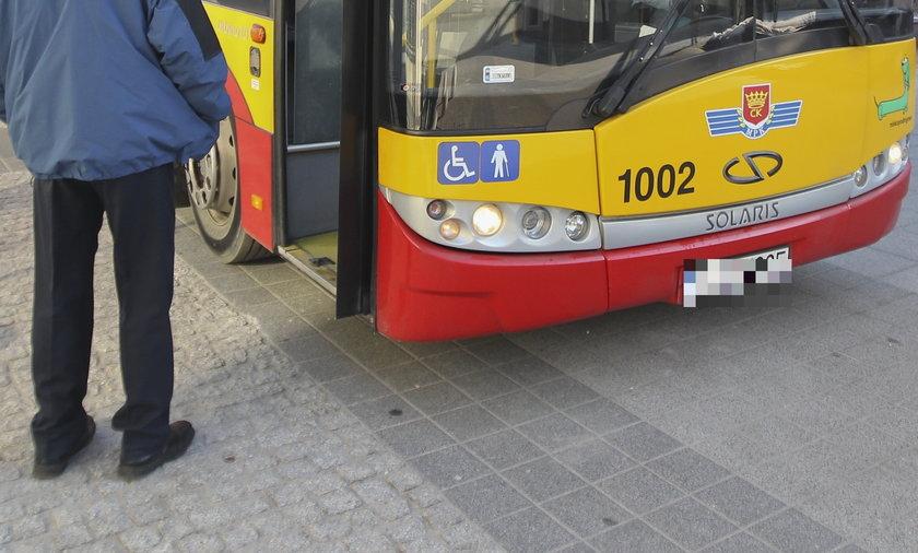 Horror w kieleckim autobusie. Nastolatka nie ustąpiła miejsca starszej kobiecie i rozpętało się piekło. Staruszka wpadła w furię [zdjęcie ilustracyjne]