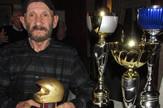 Milan Stojnic Dzimi sa peharima i zlatnom kacigom