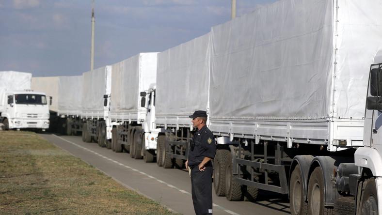 """Biały konwój rusza w kierunku Ługańska. Moskwa ostrzega """"przed próbami zakłócenia misji"""""""