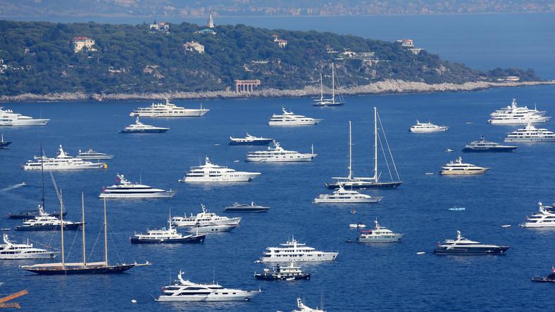 Impreza ma również charakter biznesowy. Spotykają się tutaj producenci, projektanci i przedstawiciele firm czarterujących jachty.