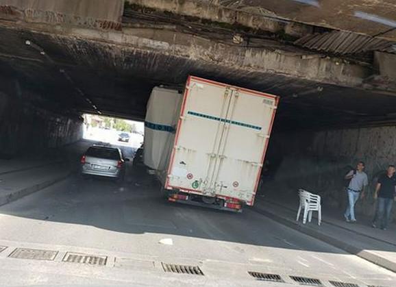 Pretesno za ovaj kamion