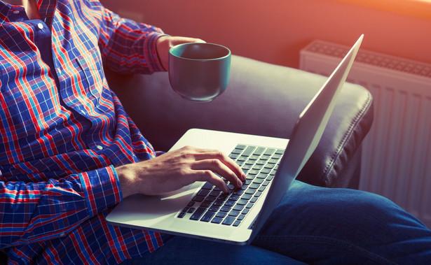 Według badań, 2420 zł to dotychczasowa średnia cena zakupu laptopa.