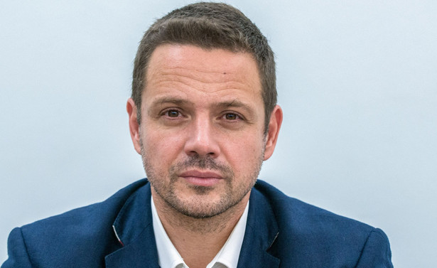 """Trzaskowski pytany podczas konferencji podsumowującej dwa lata rządów PiS o eurodeputowanych z PO, którzy zagłosowali za sankcjami dla Polski, podkreślił, że """"każda wzmianka dotycząca ewentualnego raportu, który miałby rozważać, czy sankcje powinny być wprowadzone czy nie, nie może być akceptowana przez Platformę Obywatelską""""."""