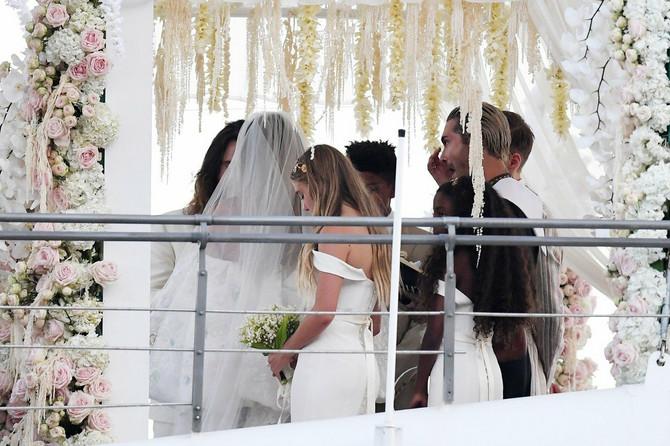 Hajdi Klum i Tom Kaulic na venčanju, pored njih je njegov brat Bil Kaulic, koji obožava snaju