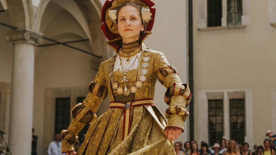 Dwór z aksamitu i pereł - pokaz mody renesansowej na Wawelu