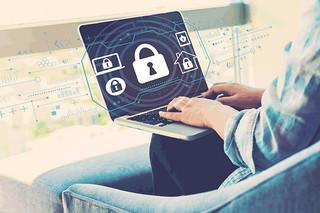 Praca zdalna - łatwiej o nieuwagę i wzmożoną czujność hakera. Przed utratą danych zabezpiecz się z Cloud Backup od nazwa.pl