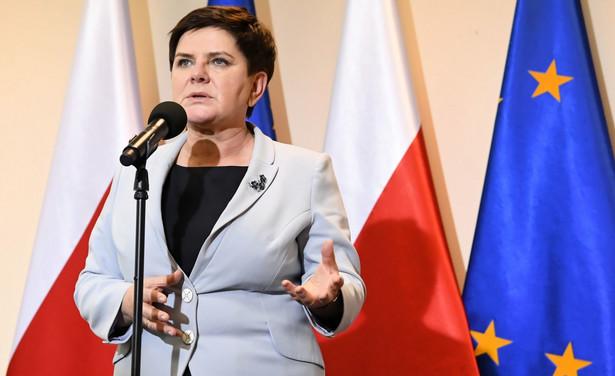 Związek Nauczycielstwa Polskiego i Forum Związków Zawodowych też przedstawiło nowy postulat: podwyżka nie o 1000 zł, ale o 30 proc. Rozmowy mają się ponownie rozpocząć w środę o godz. 13.