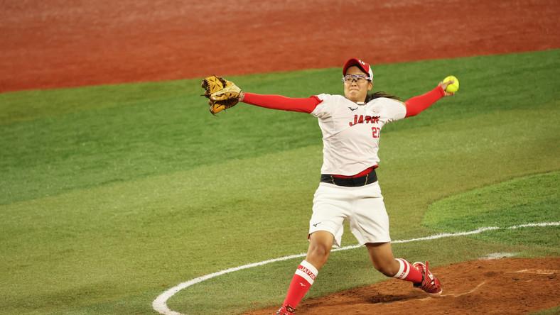 Miu Goto podczas meczu finałowego softballu pomiędzy Japonią a Stanami Zjednoczonymi