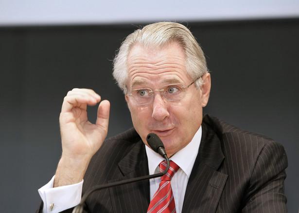 Oskarżony o przestępstwa podatkowe były prezes Deutsche Post Klaus Zumwinkel został skazany dziś na karę dwóch lat pozbawienia wolności w zawieszeniu oraz milion euro grzywny. Fot. PAP