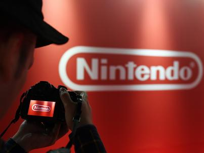 Tatsumi Kimishima, CEO Nintendo, podczas prezentacji nowej konsoli w Tokio