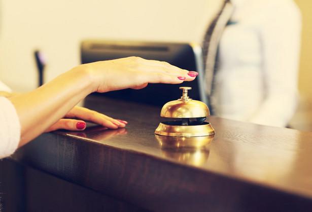 Wręczenie rzeczy lub pieniędzy stanowi zadatek, gdy następuje przy zawarciu umowy